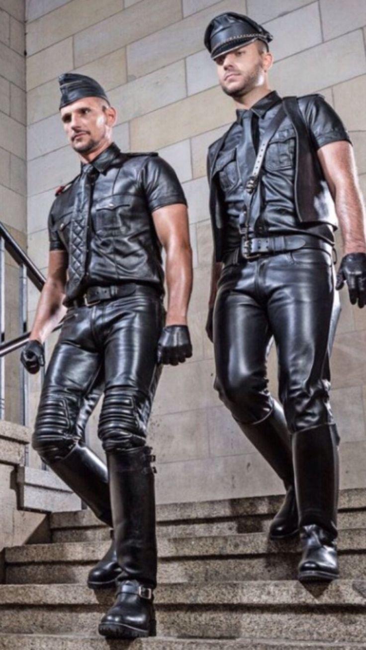 геи в костюмах