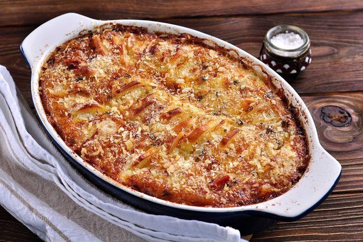 La torta di patate al forno è un piatto geniale nella sua semplicità che saprà conquistare tutti. Ecco la ricetta