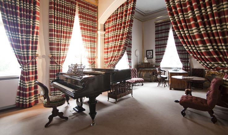 Liszt-Haus Weimar: Blick nach Südosten in den Musiksalon mit dem originalen Bechstein-Flügel