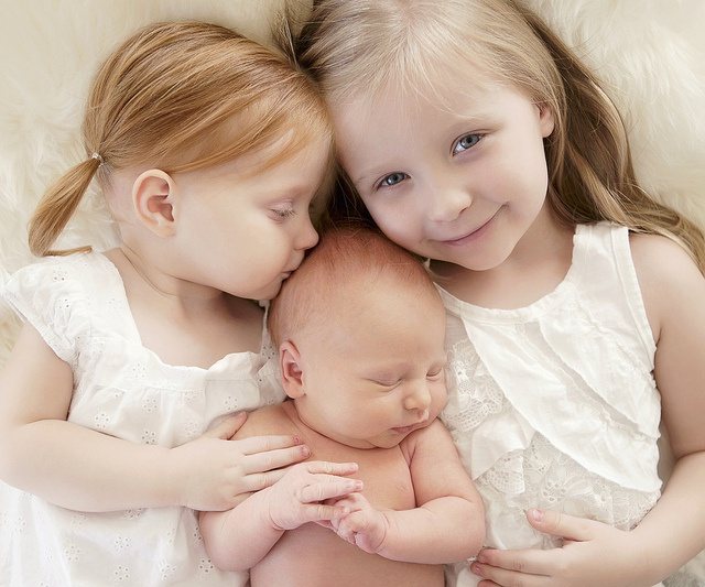 newborn photo with big sisters, Tiffany Imlach, you should do this...