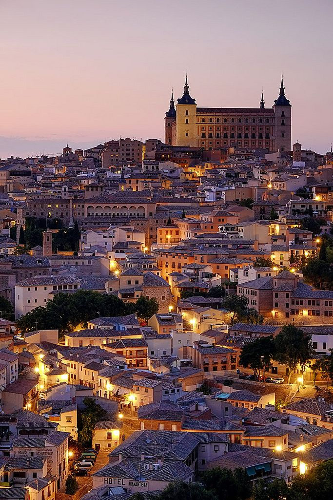 Evening lights in Toledo, Castilla La Mancha, Spain (by pedro lastra)