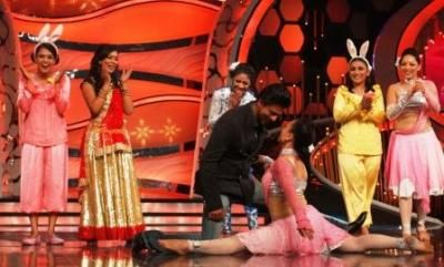WHO – Shahrukh Khan, Deepika Padukone, Farah Khan, Terrence Lewis, Marzi Pestonji, Jay Bhanushali  WHAT – The shoot for Zee TV's DID Super Moms  WHERE – Famous Studios, Mahalakshmi...Read More: http://www.cityairnews.com/content/zee-tv-chennai-express-makes-stop-zee-tv%E2%80%99s-did-super-moms
