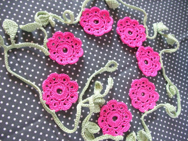Crochet Garland, Flowers and leaves Garland, Wall Decor Garland, Crochet Bunting, Vintage Doily Banner di IaiaHobbyCrochet su Etsy