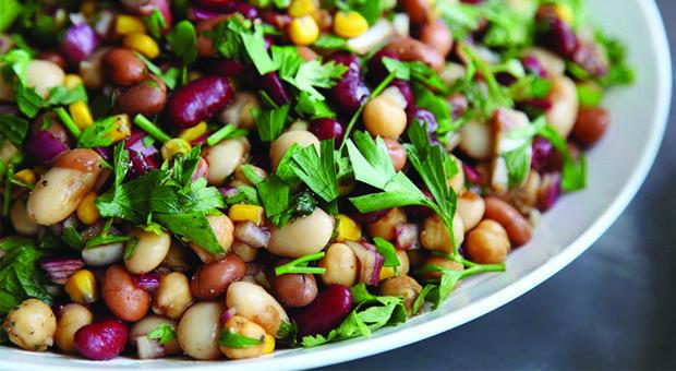Baklagillerden Oluşan 2 Diyet Salata nasıl yapılır? Baklagillerden Oluşan 2 Diyet Salata'nin malzemeleri, resimli anlatımı ve yapılışı için tıklayın. Yazar: Diyet Rehberi