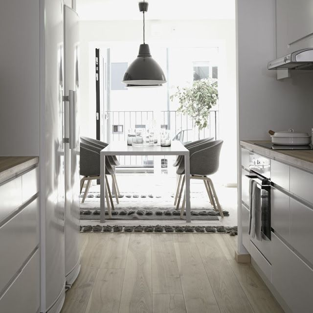 WHITE, WOOD AND GREYS IN STOCKHOLM