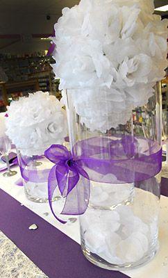 Centre de table en boule de fleur artificielles #mariage #artsephemeres www.artsephemeres.com