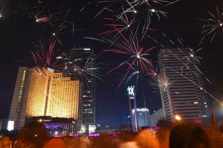 Fuegos artificiales para celebrar el Año Nuevo en Yakarta, en Indonesia