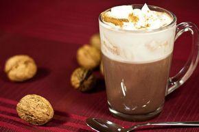 Ik wilde voor de Sinterklaas avond iets met speculaas maken, dat is toch het eerste waar ik aan denk als ik rond deze tijd iets lekkers wil! Maar er zijn al zoveel recepten voor pepernoten, gevulde speculaas, speculaas koeken etc. Ik wilde eens iets anders proberen. Deze chocolademelk met speculaas warmt je helemaal op in deze koude tijden! Ingrediënten: 200 ml melk 1 eetlepel speculaas kruiden 3 eetlepels cacao 2 eetlepels suiker  Dit is zo simpel en snel gemaakt! Warm de melk op in een…
