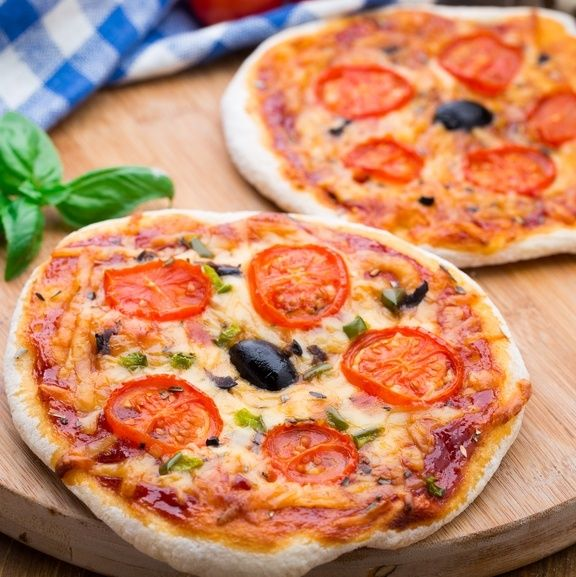 Easy Mini Pizzas Recipe | Not only is this recipe so easy your children can make it, but its cheesy goodness will please everyone! Your teenagers will end up making this all the time once you teach them how to cook this mini pizza recipe. | Work It, Mom!