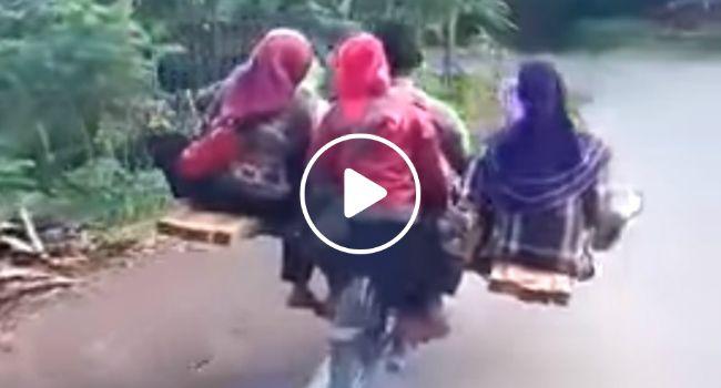 Com 2 Tábuas, Motociclista Encontra Solução Perfeita Para Transportar 9 Pessoas!