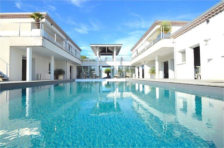 Magnifique villa d'architecte à vendre chez Capifrance à Pessac en Gironde.     > 400 m², 10 pièces dont 5 chambres     Plus d'infos > Thomas Darnauzan, conseiller immobilier Capifrance.