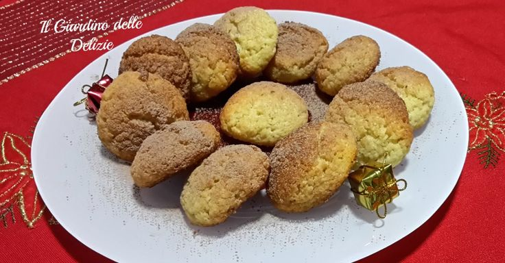 I biscotti di Natale sono dolcetti veloci facili semplici con alla base la farina di cocco, ideali anche per queste feste, da offrire o regalare .