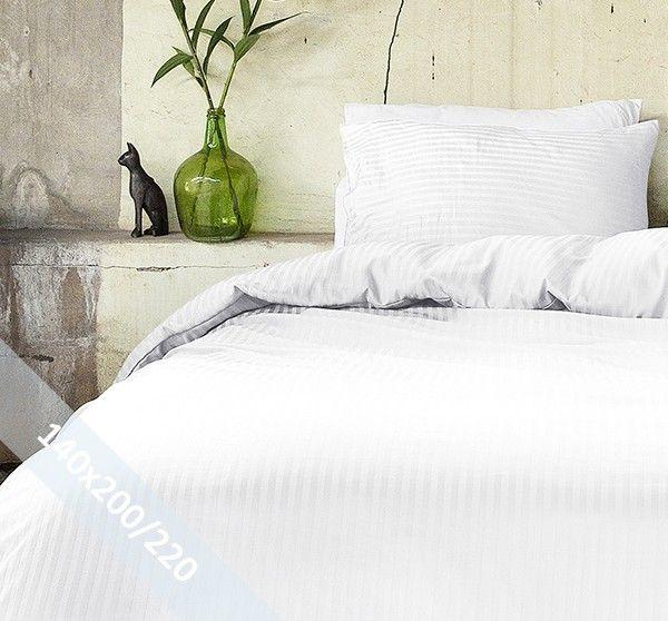 Hotel Linnen wit éénpersoons (140x200/220 cm) dekbedovertrek van 100% katoen-satijn. Wentel je in het stijlvolle en de luxe van een hotelsuite. Door verschillende weeftechnieken ontstaan de banen met mat en glans.