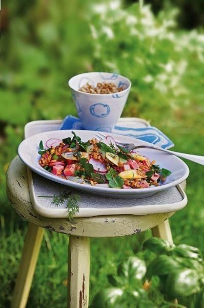 Sałatka orkiszowa na grilla Fot. Stockfood/free,Shutterstock #sałatka #grillowa #griglia #barbecue #grill #grillowanie #grillowa #grillowy #orkisz #zdrowe