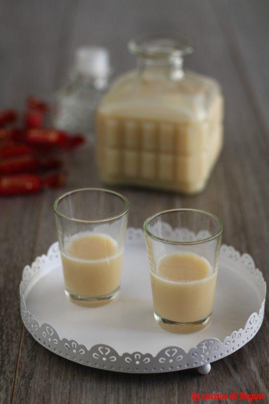 Liquore alla Rossana, una preparazione casalinga, buona e semplice da realizzare. Un'idea regalo che vi farà fare un figurone
