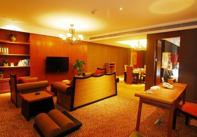 """Christian's Hotel is the first modern minimalist business hotel in Luoyang. Each of its floors has a prominent cultural theme: the Balinese style of """"Walking in the Clouds"""", the European elegance of the """"Roman Holiday"""", the modern Chinese style of """"Tang Yun"""" and the geometric rhythm of the """"Round Puzzle"""" give customers different experiences in different spaces. The dining and service are well recognized by customers.  Address: No.56, Jiefang Road, West Industrial Zone, Luoyang ."""