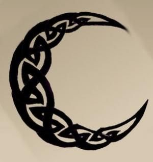 """Celtic knot tattoo...this would be super awesome  with """"I love you to the moon & back"""" placed around it."""