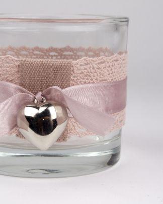 theelichthouder poeder roze kant close up ontworpen en handgemaakt in studio thuis met Moon. www.thuismetmoon.nl
