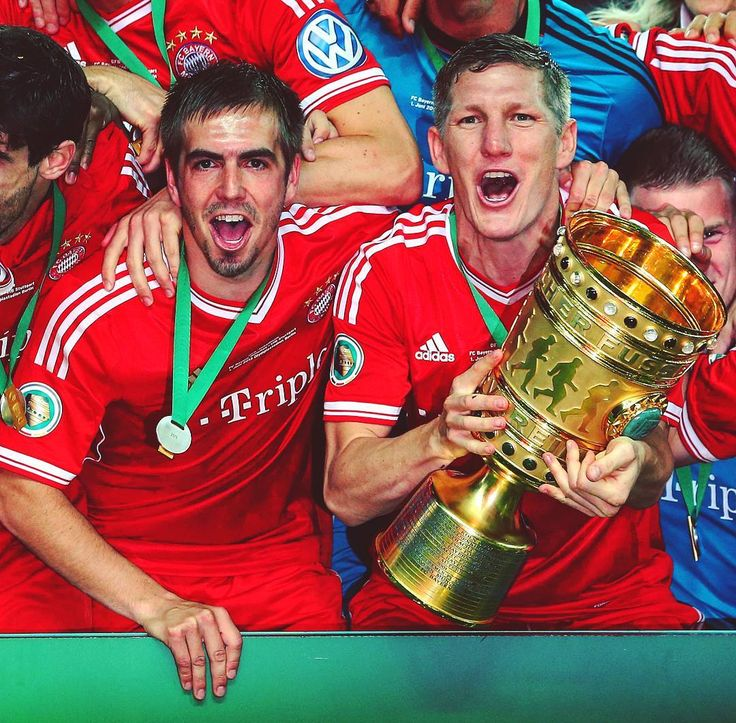 What an unforgettable day exactly four years ago: we won the DFB Pokal and sealed the treble! 😍 #MiaSanMia #Lahm #Schweinsteiger #FCBayern #OnThisDay #Throwback