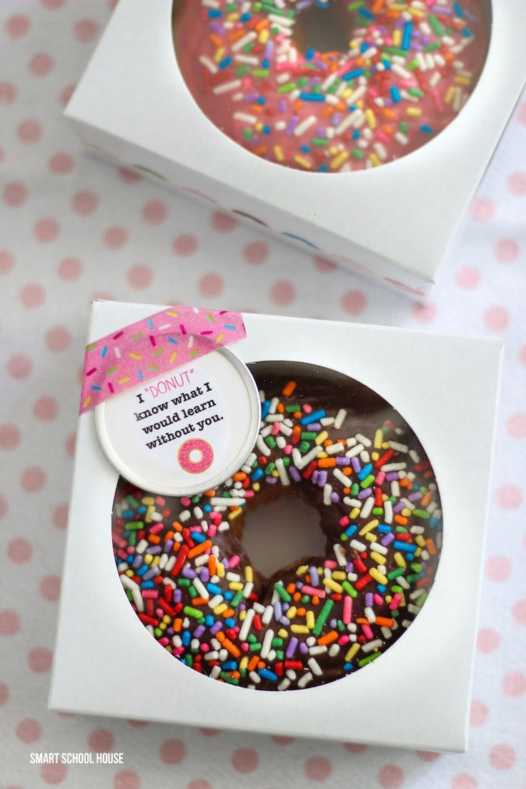 """I """"Donut"""" Know What I Would Learn Without You! 12 cheap, easy, cute & practical teacher appreciation gifts. Find the very best teacher appreciation gifts here! Teachers will love them."""