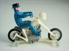 1973 Hot Wheels Bone Shaker Rrrumblers 6645 w Blue Tops Ride Stand