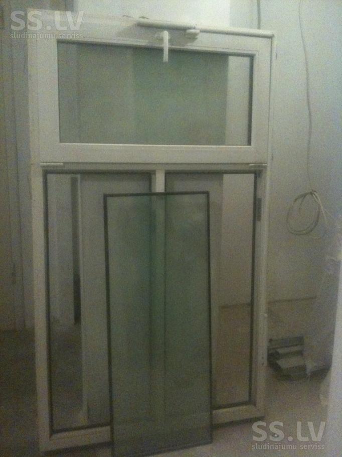 SS.lv Стройматериалы - Стеклопакеты, Цена 190 €. Продам окно 180х110 см, открывается ручкой. фрамугой, Rehau, - Объявления
