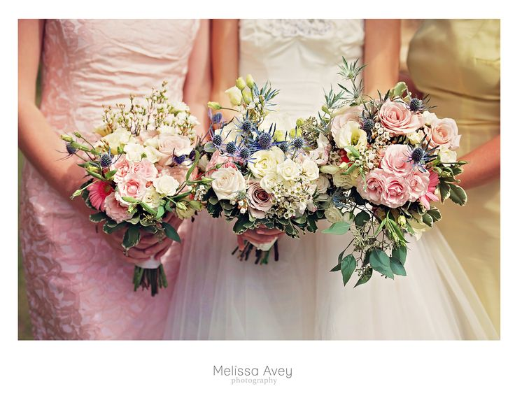 Lovely wedding flowers in Elora, Ontario. Photography by Melissa Avey. #wedding #flowers