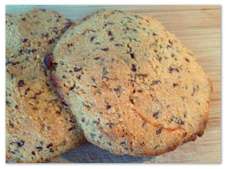 Feel good broodje #glutenvrij 4 stuks  150 gr Amandelmeel 2 eieren 3 el water 20 gr gebroken lijnzaad  Oven voorverwarmen op 200 graden. Ingrediënten mengen met een lepel of kneed met natte handen tot een soort deeg. Maak er 4 bolletjes van, druk ze beetje plat. Leg ze op een bakplaat bekleed met bakpapier. Bak ze gaar en bruin in 15 min. Let wel op dat ze niet verbranden !   De broodjes zijn zeer voedzaam en ze vullen goed. 1 broodje is daarom meer dan genoeg per maaltijd.