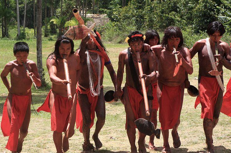 Governo Temer muda decreto da Renca na Amazônia, mas não convence   Entre as populações tradicionais que podem ser afetadas pela mineração na área, estão os índios Wajãpi. Eles vivem em uma área parcialmente sobreposta a Renca, que se espalha por 607 mil hectares, de acordo com o decreto de homologação, contíguos ao Parque Nacional do Tumucumaque, no Amapá. Na região vivem mais de 1.220 índios da etnia, que faz parte do tronco linguístico Tupi-Guarani.