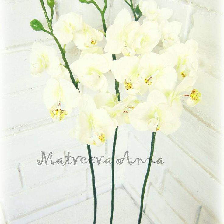 Готовы цветочные веточки фаленопсиса. Фом иранский. Длина ветки 70 см. Диаметр маленького цветка 6 см, большого 10 см. #фоамиран#фомфлористика#цветыизфоамирана#цветыручнойработы#foamiran#foamiranflowers#фотореквизит#цветочнаякомпозиция