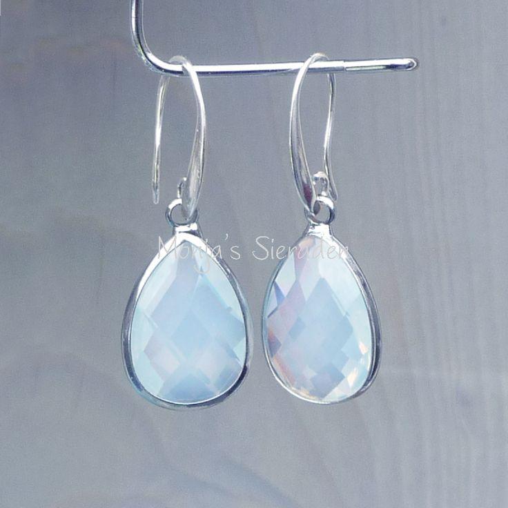 O503   Oorbellen Crystal white opal, druppel.