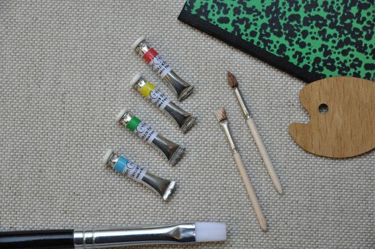 Pinceau rond miniature à l'unité. Entièrement réalisé par mes soins, en bois et métal avec véritables poils synthétiques. Pinceau vendu à l'unité dimension : 38 x 2 mm