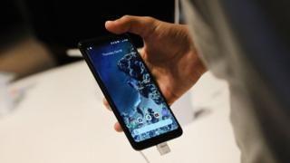 """Cuáles son los problemas de """"pantalla quemada"""" de los Pixel 2, los nuevos teléfonos móviles de Google - https://www.vexsoluciones.com/noticias/cuales-son-los-problemas-de-pantalla-quemada-de-los-pixel-2-los-nuevos-telefonos-moviles-de-google/"""