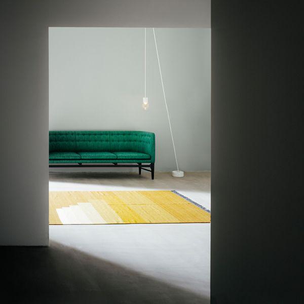 I tappeti kelim Another Rug sono stati disegnati dallo studio di designAll The Way To Paris. I tappeti Another Rug combinano in maniera interessante l'artigianato tradizionale e illustrazioni moderne e grafiche.