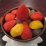花 - 料理写真:イチゴあんみつ栗入りバージョン