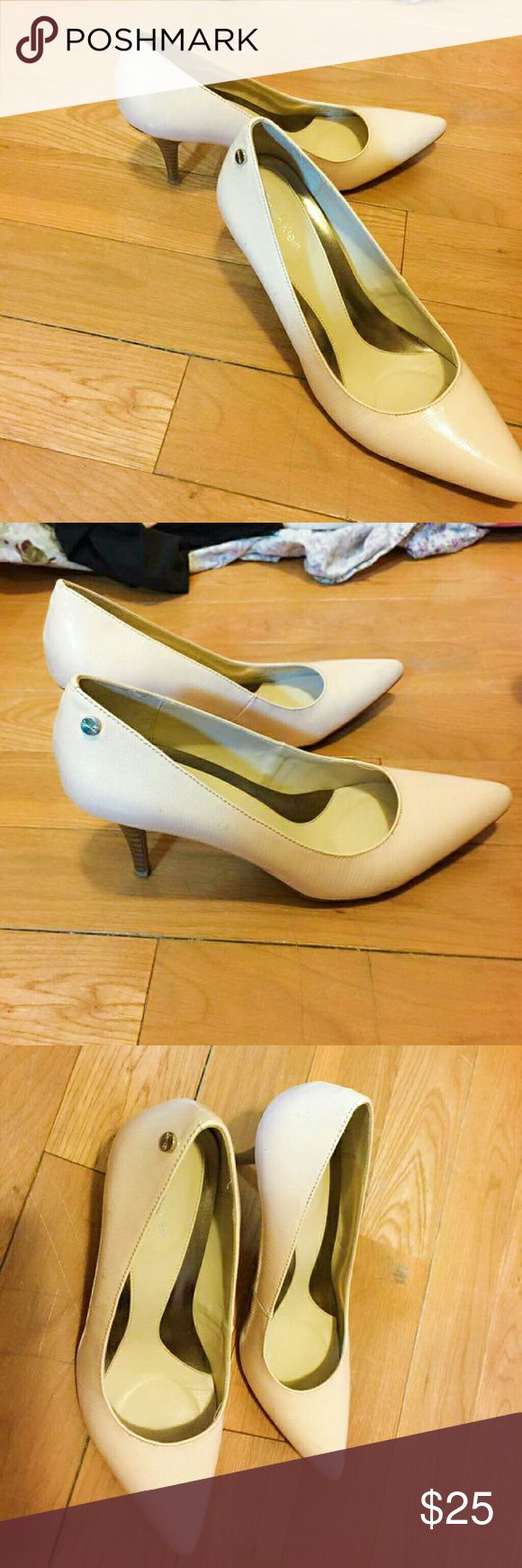 CALVIN KLEIN PUMPS LOVELY HEELS IN FLATTERING PINKISH CREAM COLOR, WORE ONCE FOR LUNCHEON Calvin Klein Shoes Heels