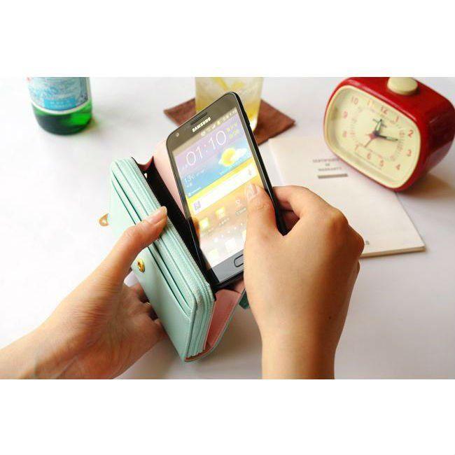 Handige portemonnee waar je telefoon in past.......leuke kleurtjes!!! www.edelenweiss.nl