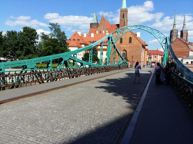 Oudste brug in Wroclaw met hangslotjes