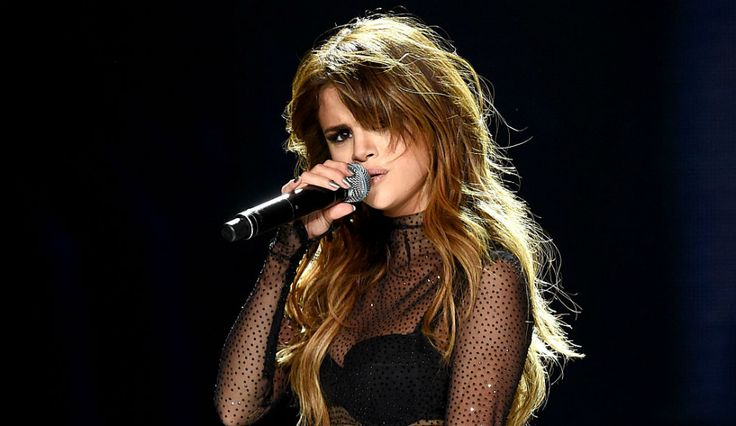 Selena Gomez Breaks The Internet, Involved In Brad Pitt, Angelina Jolie Split?