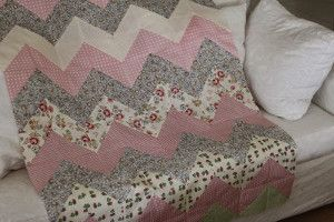 Your little baby will adore this Down Home Chevron Baby Quilt. If you've been searching for a good chevron baby quilt tutorial, then this one will definitely hit the spot. Read more at http://www.favequilts.com/Quilts-For-Baby/Down-Home-Chevron-BabyQuilt#dSfEEuy73mS4lKUQ.99