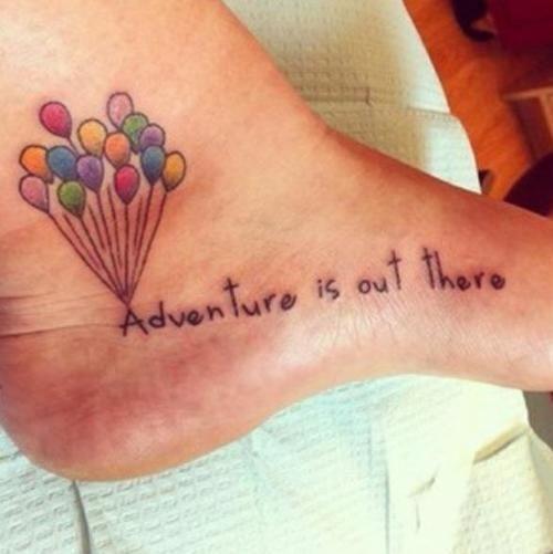Adventure is out there Joli tatouage sur le pied du film là-haut avec tout les ballons