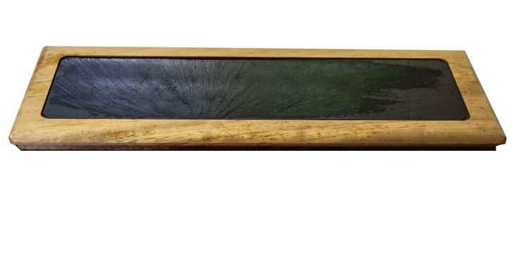 Tabla de pizarra para plato de 30X15 cm. Nuestras tablas fabricadas en madera de haya, se utilizan para cortar directamente en la mesa quesos, embutidos, pan, etc. #slate #boards #slate #ardoise #ardosia #decoração #decoracion #decoration #décoration #pizarra #cocina #cuisine #cozinha Visite nuestra web: www.platosypizarras.com
