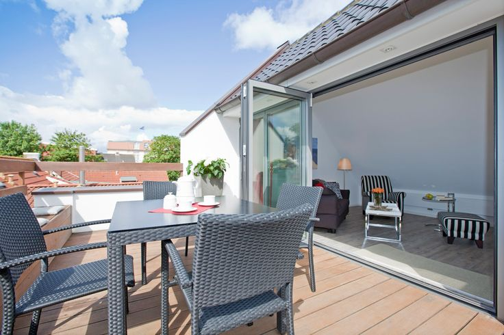 Paulinos' Apartments Norderney. Neue, außergewöhnliche Appartements. Hell, modern, stilvoll und perfekt ausgestattet, mit großzügigen Terrasssen. Zentrale Lage mitten im Inselleben.
