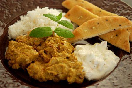 I går var svärföräldrarna över på besök och fick indiskt till middag! När vi äter på indisk restaurang väljer jag nästan alltid chicken korma. Om det finns. En del är jättegoda, en del inte lika go…