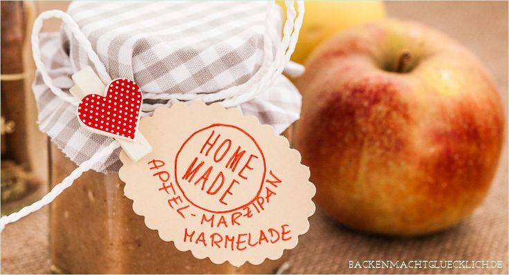 Bratapfel-Marmelade mit Marzipan und Rosinen ist nicht nur ein leckeres Geschenk aus der Küche, sondern auch eine gute Resteverwertung nach Weihnachten.