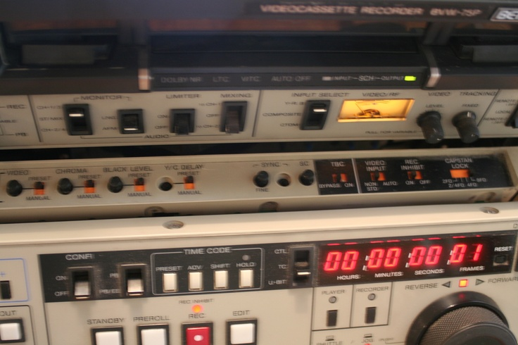 SONY BVW 75P BETACAM SP EDITING RECORDER    I am wanting to barter this  item    http://helsinki.fi.craigslist.fi/bar/3153352107.html       worth more than $1 ;)
