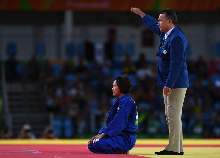 リオ五輪第3日。柔道。女子57kg級の松本薫が準決勝でモンゴルのスミヤ・ドルジスレンに敗れぼう然自失、その後3位決定戦で銅メダルを獲得=ブラジル・リオデジャネイロ