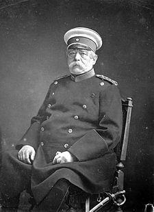"""Otto Eduard Leopold von Bismarck-Schönhausen è stato un politico tedesco. Detto anche """"il Cancelliere di Ferro"""". Fu Primo ministro della Prussia dal 1862 al 1890. Nel 1867 divenne il capo del governo della Confederazione Tedesca del Nord. Nel 1871 fu l'artefice della nascita dell'Impero tedesco, divenendone il primo Cancelliere."""