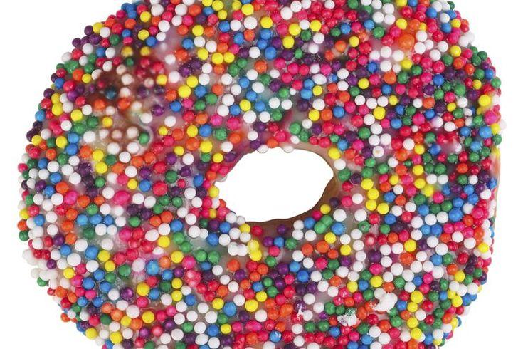 ¿Cómo se digieren, absorben y eliminan los carbohidratos?. Los carbohidratos son los alimentos que contienen azúcares y almidones, incluyendo la fibra dietética saludable que se encuentra en los granos enteros y los azúcares simples rápidamente absorbidos encuentran en los dulces. La digestión de ...