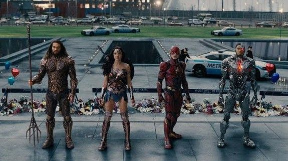 What's up with the 'Justice League' post-trailer cliffhanger? Is that ... Superman?
